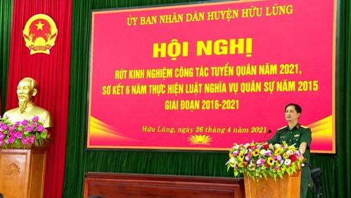Đại tá Lê Văn Bền, Chính ủy Bộ CHQS tỉnh Lạng Sơn phát biểu tại hội nghị .jpg