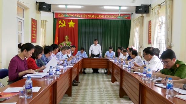 Đ.c Phan Hồng Tiến, Tỉnh ủy viên Bí thư Huyện ủy phát biểu kết luận  tại buổi làm việc.jpg