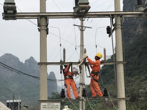 Điện lực Hữu Lũng vệ sinh Trạm biến áp cho công ty TNHH Thịnh An Bình .jpg