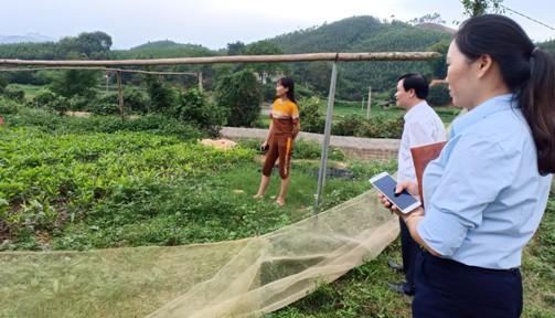 2.Hình ảnh thẩm định dự án tại hộ gia đình hội viên nông dân.jpg