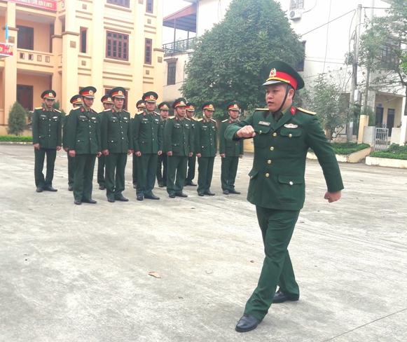 Ban CHQS huyện huấn luyện Điều lệnh đội ngũ.jpg