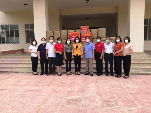 Ban chỉ đạo huyện Hữu lũng tiếp nhận đồ dùng phòng chống dịch của TP Lạng Sơn.jpg
