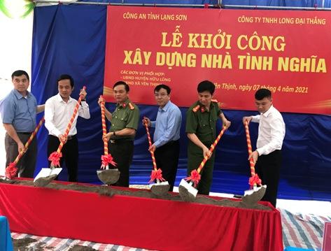 Các đồng chí lãnh đạo khởi công xây dựng nhà tình nghĩa tại xã Yên Thịnh .jpg