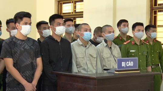 Các bị cáo tại phiên tòa.jpg